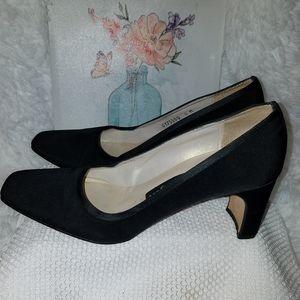 Nina comfort Black heels size 6M